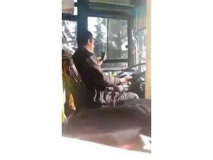 Halk Otobüsü Şoförü Seyir Halindeyken Telefonuyla Oynadı.