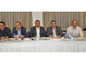 AK Parti Eğitimcilerle İstişare Toplantısı Yaptı