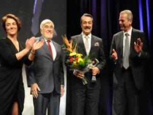 Kadir İnanır'ın Ödül Aldığı Törende PKK Protestosu