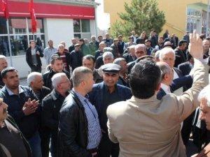 Banka Şubesinin Kapatılacağı Söylentisi Halkı Sokağa Döküldü