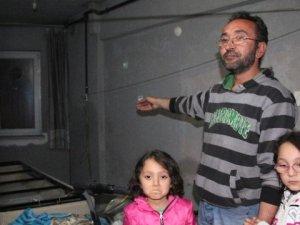 Talihsiz Baba, İki Çocuğuyla İnşaatta Yatıp Kalkıyor