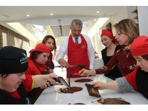Down Sendromlu Çocuklara Çikolatalı Etkinlik
