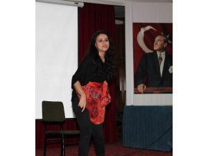 Erkeğin Kadına Şiddeti Tiyatro İle Anlatıldı