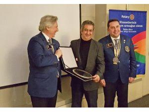 Agora Rotary'nin Ödülü Arya Kamala'nın