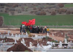 Serbest Bırakılan DHKP-C'liler, Eskişehir'de Dün Toprağa Verilen Teröristin Mezarını Ziyaret Etti
