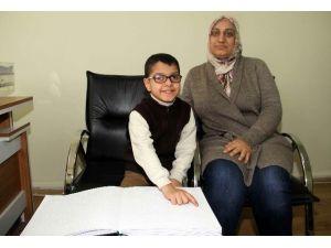 Görme Engelli Minik Enes, Kur'an'ı 1 Ayda Öğrendi