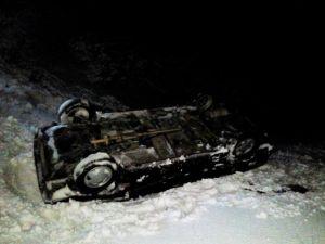 Karlı Yolda Otomobil Şarampole Yuvarlandı: 5 Yaralı