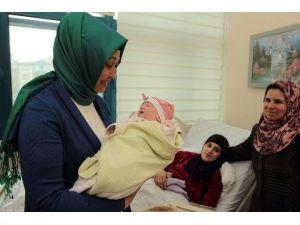 Kazan'ın 'Türkmen Gelini' Doğum Yaptı