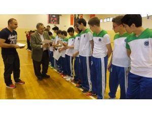 Burhaniye'de Yıldızlar Futsal Gurup Karşılaşmaları Tamamlandı