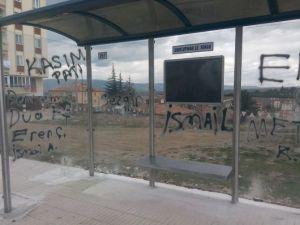 Çorum'da Belediye Otobüs Durakları Tahrip Edildi