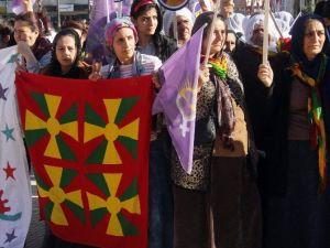 Kadınlar Günü Kutlaması PKK Propagandasına Döndü