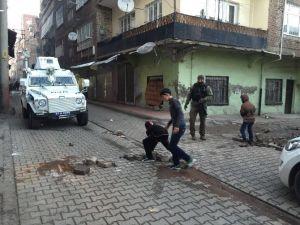 Teröristler Kurdu, Polis Ve Çocuklar Kaldırdı