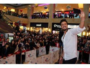 Ünlü Şarkıcı Gökhan Keser Kapadokya'da İmza Gününe Katıldı