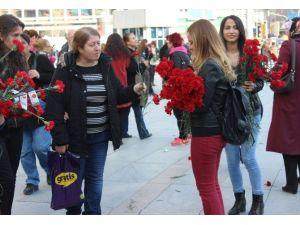 MHP'li Kadınlardan 'Kadınlar Günü' Karanfili