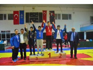 Gençler Grup Serbest Güreş Müsabakası Tamamlandı