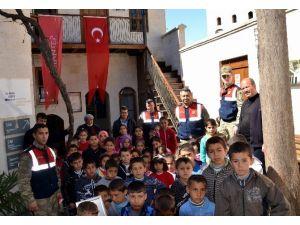 Gazi Kentin Kırsalındaki Çocuklara Örnek Gezi