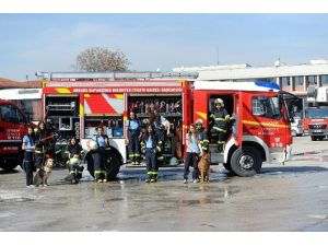 İtfaiye Eğitimi Alan Kız Öğrencilerden Yangın Tatbikatı
