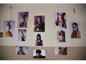 Marmaralı Öğrencilerden 'Kadın, Şapka, Maske' Fotoğraf Sergisi