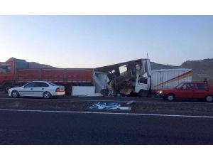 Kamyonet TIR'a çarptı: 1 yaralı