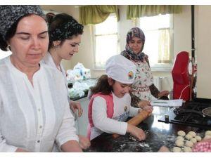 Büyükşehir Mutfak Atölyesi Öğrencilerinden Samek'e Ziyaret