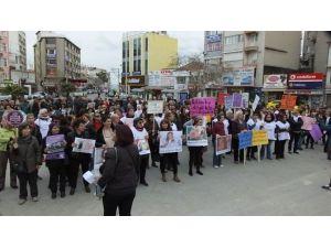 Burhaniye'de Kadınlar Gününe Coşkulu Kutlama