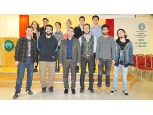 Burhaniye'de Üniversiteli Tiyatrocular Oyun Hazırlığında
