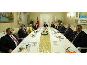 Bölge Milletvekilleri Başbakan Davutoğlu İle Bir Arya Geldi