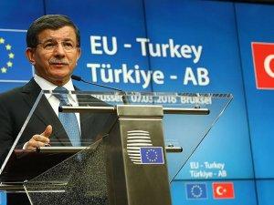 Davutoğlu: Türk vatandaşları için vizesiz seyahatin haziran sonunda başlamasını talep ettik