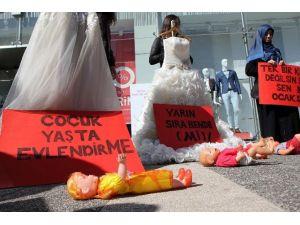 Ülkücü Gençler Kadına Şiddeti Protesto Etti