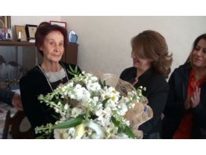 Kadın Gazetecilerden Kadınlara Anlamlı Ziyaret