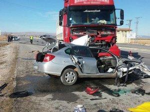 Konya'da tır ile otomobil çarpıştı: 2 ölü