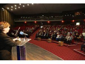 Işılay Saygın'dan Kadınlar Gününe Özel Konferans