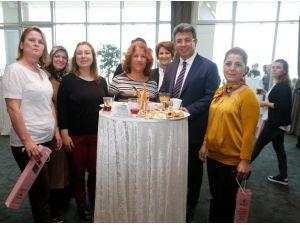 Başkan Karadeniz'den Kadın Belediye Çalışanlarına Özel Kutlama