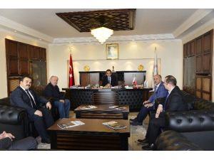 İlim Yayma Cemiyeti Rektör Özer'i Ziyaret Etti