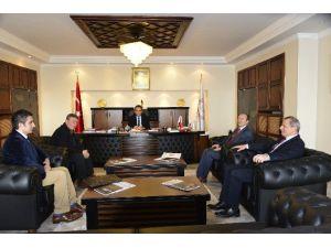 Türk Ocağı Rektör Özer'i Ziyaret Etti