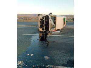 Cenaze nakil aracı kaza yaptı: 1 ölü, 2 yaralı