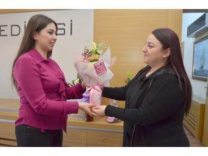 Pursaklar Belediyesi'nden kadın personele çiçekli kutlama