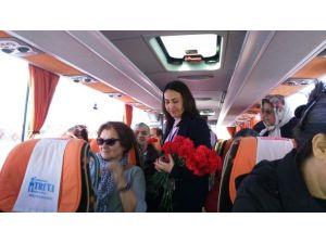 Truva Turizm'den Kadın Yolculara Çiçek