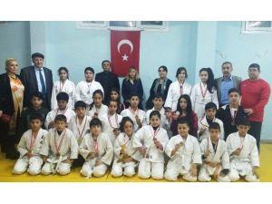 Semiha Yücel Akdeğirmen Ortaokulu'nun Judo Başarısı