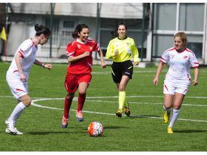 TFF, Dünya Kadınlar Günü'nü futbolla kutladı
