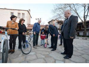 Muğla Valisi Çiçek, bisiklet eğitimi alan kursiyerleri ziyaret etti