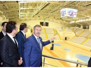 AK Partili Özdağ, Spor Kompleksinde İncelemelerde Bulundu
