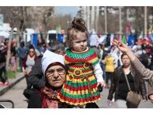 Diyarbakır'da 8 Mart Mitingi Sönük Geçti