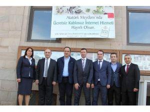 Giresun Atatürk Meydanında Ücretsiz İnternet Dönemi Başladı