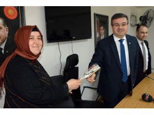 """Başkan Yurdunuseven Basın Toplantısında """"Bayan Gazetecileri"""" Unutmadı"""