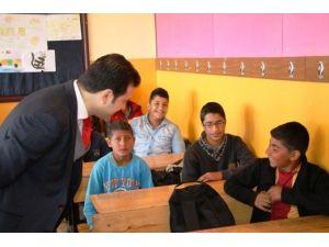 Fırat, Bulgu İlk Ve Orta Okulunu Ziyaret Etti