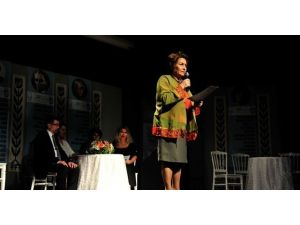 Kadın Yılı Etkinlikleri Kapsamında Şiir Dinletisi Düzenlendi