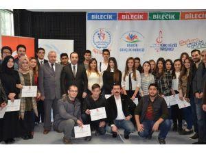 Bilecik'te Gençlik Merkezleri Arası Türk Müziği Yarışması Yapıldı