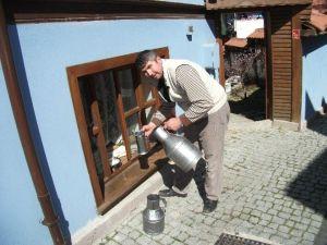 Odunpazarında Nostaljik Süt Satışı