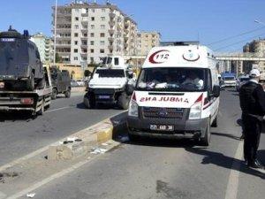 Diyarbakır'da Zırhlı Polis Aracı Devrildi: 3 Yaralı